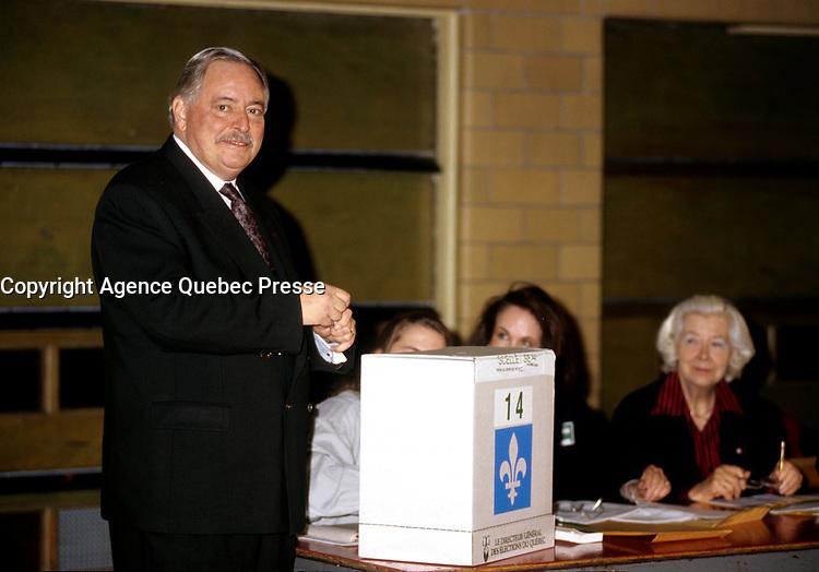 FILE PHOTO -  Jacques  Parizeau au bureau de vote avant<br /> La defaite du camp du OUI lors du referendum, le 30 Octobre 1995<br /> <br /> PHOTO : Pierre Roussel<br />  - Agence Quebec Presse