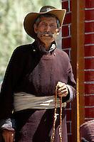 Leh: Mann mit Gebetskette, Ladakh (Jammu+Kashmir), Indien