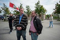 NPD-Kundgebung in Berlin-Marzahn/Hellersdorf zur EU-Wahl 2014.<br /> Links: Ronny Zasowk aus Brandenburg. NPD-Stadtverordneter in Cottbus und Mitglied im NPD-Bundesvorstand.<br /> Rechts: Sebastian Schmidtke, NPD-Chef in Berlin<br /> 17.5.2014, Berlin<br /> Copyright: Christian-Ditsch.de<br /> [Inhaltsveraendernde Manipulation des Fotos nur nach ausdruecklicher Genehmigung des Fotografen. Vereinbarungen ueber Abtretung von Persoenlichkeitsrechten/Model Release der abgebildeten Person/Personen liegen nicht vor. NO MODEL RELEASE! Don't publish without copyright Christian-Ditsch.de, Veroeffentlichung nur mit Fotografennennung, sowie gegen Honorar, MwSt. und Beleg. Konto: I N G - D i B a, IBAN DE58500105175400192269, BIC INGDDEFFXXX, Kontakt: post@christian-ditsch.de]