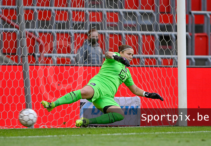 goalkeeper Justien Odeurs (13) of Anderlecht pictured conceding a goal on penalty during a female soccer game between Standard Femina de Liege and RSC Anderlecht on the 8th matchday in play off 1 of the 2020 - 2021 season of Belgian Scooore Womens Super League , tuesday 18 th of May 2021  in Angleur , Belgium . PHOTO SPORTPIX.BE | SPP | DAVID CATRY