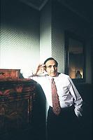Pippo Baudo, da oltre mezzo secolo sulla cresta dell'onda, ha condotto qualsiasi tipo di programma. ... Negli stessi anni è alla guida anche di Sei giorni della canzone. Firenze, 20 giugno 1990. Photo by Leonardo Cendamo/Getty Images