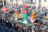 Nice le 19 Fevrier 2107 Place Massena unique sotie du Corso Carnavalesque Parada Nissarda de jour Le Radeau Ecolo