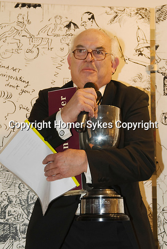 Ralph Steadman collects Lifetime Achievement Award London 2007. Cartoonist Dinner and award ceremony. A tie formal charity dinner.  The Mall Galleries London  2000s.
