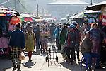 Myanmar, (Burma), Shan State, Kengtung: Central Market | Myanmar (Birma), Shan Staat, Kengtung: geschaeftiges Treiben auf dem Zentralmarkt