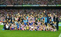 MADRID - ESPAÑA - 22-08-2014: Los jugadores de Atletico de Madrid celebran la victoria sobre Real Madrid, durante partido de vuelta de la Super Copa de España, Atletico de Madrid  y Real Madrid, en el estadio Vicente Calderon de la ciudad de Madrid, España. / The  players of Atletico de Madrid, celebrate the victory against Real Madrid<br />   during a match for the second leg, between Atletico de Madrid  y Real Madrid of the Super Copa de España in the Vicente Calderon stadium in Madrid, Spain  Photo: Asnerp <br />  / Patricio Realpe / VizzorImage.