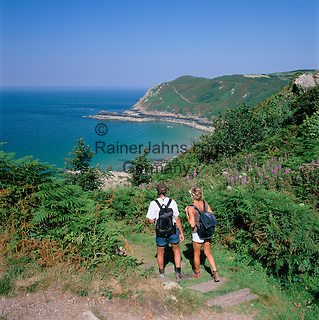 Great Britain, England, Channel Islands, Jersey, Giffard Bay: Walkers on the north coast | Grossbritannien, England, Kanalinseln, Jersey, Giffard Bay: Wanderer an der Nordkueste