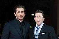 """L'attore americano Jake Gyllenhaal (s) posa con sul red carpet con l'autore americano Jeff Bauman (d) per la presentazione del film """"Stronger"""" alla Festa del Cinema di Roma , 28 Ottobre 2017.<br /> US actor Jake Gyllenhaal (l) poses with US author Jeff Bauman (r) on the red carpet to present the movie """"Stronger"""" during the international Rome Film Festival at Rome's Auditorium, October 28, 2017.<br /> UPDATE IMAGES PRESS/Karen Di Paola"""
