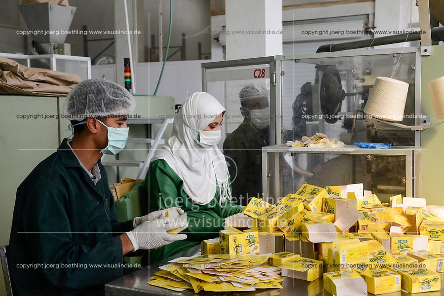 EGYPT, Bilbeis, Sekem organic farm, desert farming, ISIS factory, processing and packaging of herbal teas / AEGYPTEN, Bilbeis, Sekem Biofarm, Landwirtschaft in der Wueste, Kraeuter und Tee Verarbeitung
