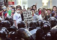 SOMMET DES AMERIQUES - QUEBEC AVRIL 2001 - MANIFESTATION<br /> PHOTO JACQUES NADEAU<br /> 20 AVRIL 2002