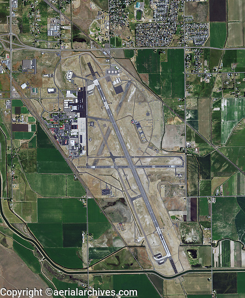 aerial photograph of the Crater Lake-Klamath Falls Regional Airport (LMT), Klamath Falls, Klamtha County, Oregon