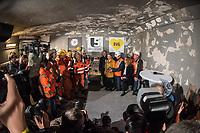 """Tunneldurchbruch am U-Bahnhof Brandenburger Tor<br /> Mit dem Projekt """"Lueckenschluss U5"""" wurde am Mittwoch den 22. Maerz 2017 in Berlin die Linie der U5 mit der Linie U55 verbunden.<br /> Im Beisein vom Regierenden Buergermeister Michael Mueller und der Vorstandsvorsitzenden den Berliner Verkehrsbetriebe (BVG) Sigrid Evelyn Nikutta wurde der ca. 1,7 Kilometer lange Tunnel am U-Bahnhof Brandenburger Tor durchbrochen.<br /> Im Bild rechts vom Tunneldurchbruch vlnr.: Buergermeister Michael Mueller; die BVG-Vorstandsvorsitzende Sigrid Evely Nikutta und Stefan Roth, Geschaeftsleitung der verantwortlichen Baufirma Implenia begruessen die Bauarbeiter.<br /> 22.3.2017, Berlin<br /> Copyright: Christian-Ditsch.de<br /> [Inhaltsveraendernde Manipulation des Fotos nur nach ausdruecklicher Genehmigung des Fotografen. Vereinbarungen ueber Abtretung von Persoenlichkeitsrechten/Model Release der abgebildeten Person/Personen liegen nicht vor. NO MODEL RELEASE! Nur fuer Redaktionelle Zwecke. Don't publish without copyright Christian-Ditsch.de, Veroeffentlichung nur mit Fotografennennung, sowie gegen Honorar, MwSt. und Beleg. Konto: I N G - D i B a, IBAN DE58500105175400192269, BIC INGDDEFFXXX, Kontakt: post@christian-ditsch.de<br /> Bei der Bearbeitung der Dateiinformationen darf die Urheberkennzeichnung in den EXIF- und  IPTC-Daten nicht entfernt werden, diese sind in digitalen Medien nach §95c UrhG rechtlich geschuetzt. Der Urhebervermerk wird gemaess §13 UrhG verlangt.]"""
