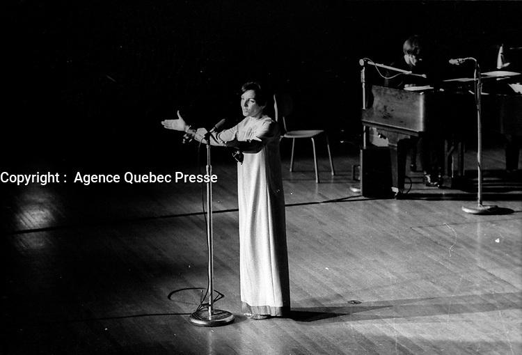 ARCHIVE -<br /> La chanteuse Monique Leyrac vers 1970 (date inconnue, entre 1967 et 1972)<br /> <br /> Photo : Agence Quebec Presse  - Alain Renaud