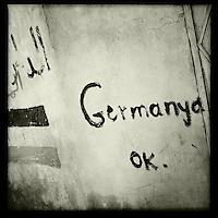 Graffiti in der Ortschaft Tirbespiye, Rojava/Syrien anlaesslich der Fussballweltmeisterschaft 2014.<br /> 17.12.2014, Tirbespiye/Rojava/Syrien<br /> Copyright: Christian-Ditsch.de<br /> [Inhaltsveraendernde Manipulation des Fotos nur nach ausdruecklicher Genehmigung des Fotografen. Vereinbarungen ueber Abtretung von Persoenlichkeitsrechten/Model Release der abgebildeten Person/Personen liegen nicht vor. NO MODEL RELEASE! Nur fuer Redaktionelle Zwecke. Don't publish without copyright Christian-Ditsch.de, Veroeffentlichung nur mit Fotografennennung, sowie gegen Honorar, MwSt. und Beleg. Konto: I N G - D i B a, IBAN DE58500105175400192269, BIC INGDDEFFXXX, Kontakt: post@christian-ditsch.de<br /> Bei der Bearbeitung der Dateiinformationen darf die Urheberkennzeichnung in den EXIF- und  IPTC-Daten nicht entfernt werden, diese sind in digitalen Medien nach §95c UrhG rechtlich geschuetzt. Der Urhebervermerk wird gemaess §13 UrhG verlangt.]