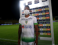 BOGOTA - COLOMBIA, 21-11-2020: Joan Castro de La Equidad jugador de la fecha, durante partido entre La Equidad y Deportivo Cali, de los Cuartos de Final Ida por la Liga BetPlay DIMAYOR 2020, jugado en el estadio Metropolitano de Techo en la ciudad de Bogota. / Joan Castro of La Equidad player of the game, during a match between La Equidad and Deportivo Cali, of the Quarterfinal First leg for BetPlay DIMAYOR League 2020 at the Metropolitano de Techo stadium in Bogota city. / Photo: VizzorImage  / Daniel Garzon<br /> / Cont.