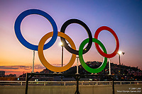 The Olympic Rings frame the favelas of Rio de Janeiro, leading into the Opening Ceremony at Maracana Stadium. Rio Olympics 2016. CREDIT: Libby Law COPYRIGHT: LIBBY LAW PHOTOGRAPHY