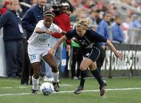 Nikki Washington (UNC) vs Ashely Jones(Notre Dame).UNC-Chapel Hill vs Notre Dame in 2006 NCAA Women's College Cup at SAS Stadium in Cary, NC