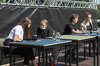 Pressekonferenz nach einem Treffen der Fridays for future-Aktivistinnen Greta Thunberg aus Schweden und Luisa Neubauer aus Deutschland mit Bundeskanzlerin Angela Merkel am Donnerstag den 20. August 2020.<br /> Im Bild: 1.vl. Luisa Neubauer, (Deutschland)<br /> 2.vl. Greta Thunberg, (Schweden)<br /> 2.vr. Anuna de Wever, (Belgien)<br /> 1.vr. Adelaide Charlier (Belgien).<br /> 20.8.2020, Berlin<br /> Copyright: Christian-Ditsch.de<br /> NUR FUER REDAKTIONELLE ZWECKE! Werbung nur auf Anfrage beim Fotografen. [Inhaltsveraendernde Manipulation des Fotos nur nach ausdruecklicher Genehmigung des Fotografen. Vereinbarungen ueber Abtretung von Persoenlichkeitsrechten/Model Release der abgebildeten Person/Personen liegen nicht vor. NO MODEL RELEASE! Don't publish without copyright Christian-Ditsch.de, Veroeffentlichung nur mit Fotografennennung, sowie gegen Honorar, MwSt. und Beleg. Konto: I N G - D i B a, IBAN DE58500105175400192269, BIC INGDDEFFXXX, Kontakt: post@christian-ditsch.de<br /> Bei der Bearbeitung der Dateiinformationen darf die Urheberkennzeichnung in den EXIF- und  IPTC-Daten nicht entfernt werden, diese sind in digitalen Medien nach §95c UrhG rechtlich geschuetzt. Der Urhebervermerk wird gemaess §13 UrhG verlangt.]
