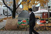 Les indignés de Montréal sur la la place du Square Victoria le 15  novembre, 2011.<br /> Photo CSN/ Normand Blouin