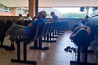 Campinas (SP), 24/03/2021 - Covid-SP - Movimentação de pacientes no Hospital de Clínicas da Unicamp nesta quarta-feira (24). Um paciente de Indaiatuba entrou na fila de transplante de fígado do HC (Hospital de Clínicas) da Unicamp, em Campinas, após utilizar o kit covid - conjunto de medicamentos sem eficácia comprovada contra o vírus. O kit, inclusive, é defendido pelo presidente da república Jair Bolsonaro (sem partido), e envolve remédios como a ivermectina, a hidroxicloroquina e a azitromicina.
