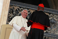 Papa Francesco saluta alcuni cardinali al termine dell'udienza generale del mercoledi' in Piazza San Pietro, Citta' del Vaticano, 7 maggio 2014.<br /> Pope Francis greets some cardinals at the end of his weekly general audience in St. Peter's Square at the Vatican, 7 May 2014.<br /> UPDATE IMAGES PRESS/Isabella Bonotto<br /> <br /> STRICTLY ONLY FOR EDITORIAL USE