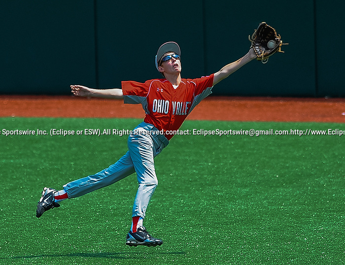 Mattoon(IL)'s Chase Monroe tries to make a catch during the Cal Ripken Babe Ruth World Series in Aberdeen, Maryland on August 12, 2012