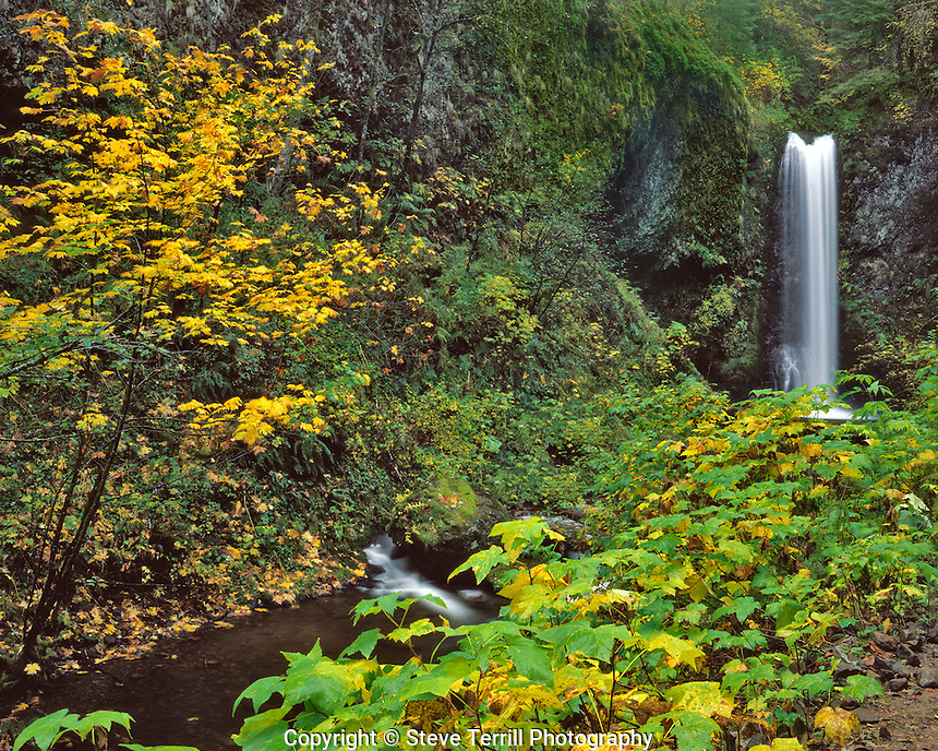 Upper Multnomah Falls in Columbia River Gorge National Scenic Area, Oregon