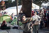 Tausende Flüchtlinge warten an der griechisch-mazedonischen Grenze. / Thousands of refugees waiting at Greek-Macedonian border.
