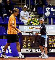 11-12-09, Rotterdam, Tennis, REAAL Tennis Masters 2009, Thiemo de Bakker met ballenjongen