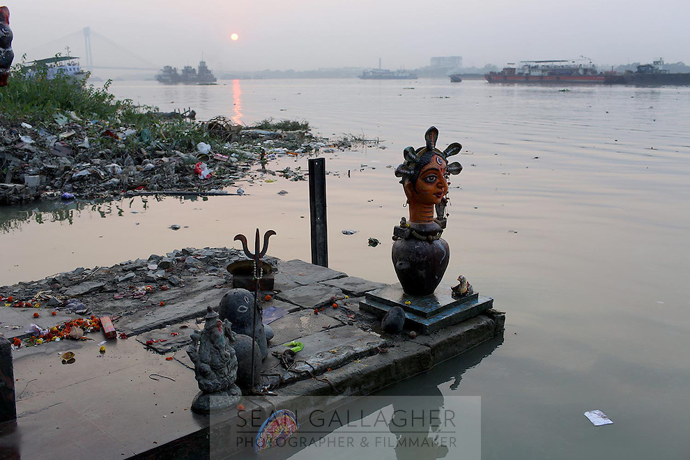 A Hindu statue stands on the banks of the Ganges River in Kolkata.<br /> <br /> To license this image, please contact the National Geographic Creative Collection:<br /> <br /> Image ID: 1925785  <br />  <br /> Email: natgeocreative@ngs.org<br /> <br /> Telephone: 202 857 7537 / Toll Free 800 434 2244<br /> <br /> National Geographic Creative<br /> 1145 17th St NW, Washington DC 20036