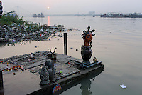 A Hindu statue stands on the banks of the Ganges River in Kolkata.<br />