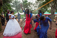 Nigeria. Enugu State. Awhun. Igbo traditional wedding ceremony. Blessing Amusiogo is the bride, and Michael Ogbo the groom. The newlywed couple and their friends showered with confetti at the wedding party. 29.06.19 © 2019 Didier Ruef