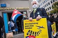 """Kundgebung """"Unblock Cuba"""" am Samstag den 17. Oktober 2020 vor der Vertretung der Europaeischen Union in Berlin.<br /> Die Initiative """"Unblock Cuba"""" setzt sich fuer ein Ende der internationalen Blockade gegen den sozialistischen Staat in der Karibik ein.<br /> 17.10.2020, Berlin<br /> Copyright: Christian-Ditsch.de"""