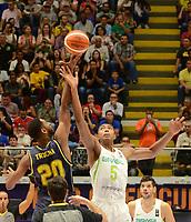 MEDELLÍN - COLOMBIA, 25-08-2017: Bruno CABOCLO de Brasil salta por el balón con Tonny TROCHA de Colombia durante partido de la fase de grupos, grupo A, de la FIBA AmeriCup 2017 jugado en el coliseo Iván de Bedout de la ciudad de Medellín.  El AmeriCup 2017 se juega  entre el 25 de agosto y el 3 de septiembre de 2017 en Colombia, Argentina y Uruguay. / Bruno CABOCLO of Brazil jumps for the ball with Tonny TROCHA of Colombia during the match of the group stage Group A of the FIBA AmeriCup 2017 played at Ivan de Bedout  coliseum in Medellin. The AmeriCup 2017 is played between August 25 and September 3, 2017 in Colombia, Argentina and Uruguay. Photo: VizzorImage / León Monsalve / Cont