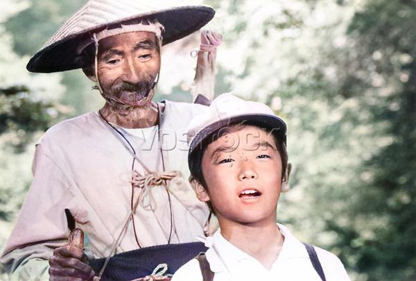 "Кадр из фильма ""Родина"" (1972), Япония; Режиссер: Ёдзи Ямада; В ролях: Тисю Рю. / Filmstill ""Home from the Sea"" (1972), Japan; Director: Youji Yamada; Stars: Tisu Ryu;"