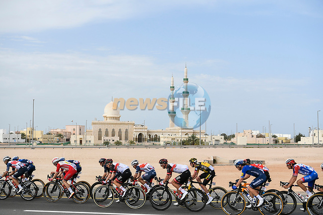 The peloton during Stage 1 of the 2021 UAE Tour the ADNOC Stage running 176km from Al Dhafra Castle to Al Mirfa, Abu Dhabi, UAE. 21st February 2021.  <br /> Picture: LaPresse/Fabio Ferrari | Cyclefile<br /> <br /> All photos usage must carry mandatory copyright credit (© Cyclefile | LaPresse/Fabio Ferrari)