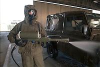 -  Italian army, Interforces School for NBC war, decontamination of a vehicle....- Esercito Italiano, Scuola Interforze di guerra NBC, decontaminazione di un veicolo