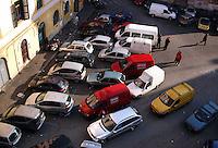 Macchine in doppia fila e tripla fila. Car in two rows and thre rows....