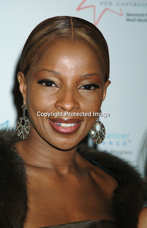 Mary J Blige ..at The Entertainment Industry Foundation National Colorectal Cancer Research Alliance and The Jay Monahan Center for Gastrointestinal Health Hollywood Meets Motown Benefit on March 15, 2006 at The Waldorf Astoria Hotel. ..Robin Platzer, Twin Images