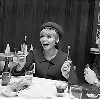 1967 ENT - VEDETTES FRANCAISE et INTL. au Québec