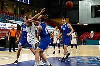 27-03-2021: Basketbal: Donar Groningen v Den Helder Suns: Groningen Donar speler Juwann James met Den Helder speler Stan van den Elzen