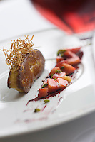 Europe/France/Aquitaine/33/Gironde/ env de Bordeaux/ Bouliac: Foie Gras Chaud poêlé aux  premières fraises de pays et gingembre, réduction de vin rouge 1eres Côtes de Bordeaux -Recette de Michel Portos Chef de  l' Hotel Restaurant Hauterive Saint-James