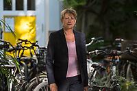 Pressegespraech der berliner Senatorin fuer Integration, Arbeit und Soziales, Elke Breitenbach (Linkspartei), am Mittwoch den 22. August 2018 ueber die Auswirkungen der neuen Ausfuehrungsvorschrift Wohnen (AV-Wohnen).<br /> Nach einem halben Jahr zog die Senatorin vor Journalisten eine erste Bilanz ueber die  Neuregelung zu den Kosten fuer Unterkunft und Heizung, die von den Jobcentern und den Sozialaemtern uebernommen werden. Es wurden nicht nur die Richtwerte angehoben, sondern auch eine ganze Reihe von Aenderungen in die AV-Wohnen aufgenommen.<br /> 22.8.2018, Berlin<br /> Copyright: Christian-Ditsch.de<br /> [Inhaltsveraendernde Manipulation des Fotos nur nach ausdruecklicher Genehmigung des Fotografen. Vereinbarungen ueber Abtretung von Persoenlichkeitsrechten/Model Release der abgebildeten Person/Personen liegen nicht vor. NO MODEL RELEASE! Nur fuer Redaktionelle Zwecke. Don't publish without copyright Christian-Ditsch.de, Veroeffentlichung nur mit Fotografennennung, sowie gegen Honorar, MwSt. und Beleg. Konto: I N G - D i B a, IBAN DE58500105175400192269, BIC INGDDEFFXXX, Kontakt: post@christian-ditsch.de<br /> Bei der Bearbeitung der Dateiinformationen darf die Urheberkennzeichnung in den EXIF- und  IPTC-Daten nicht entfernt werden, diese sind in digitalen Medien nach §95c UrhG rechtlich geschuetzt. Der Urhebervermerk wird gemaess §13 UrhG verlangt.]