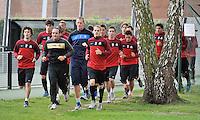 KV Kortrijk : Eerste training met opwarmingsloop onder leiding van Yves Vanderhaeghe .foto VDB / BART VANDENBROUCKE