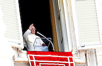 Papa Francesco recita l'Angelus dalla finestra del suo studio, Piazza San Pietro, Citta' del Vaticano, 21 luglio 2013.<br /> Pope Francis recites the Angelus prayer from his studio window overlooking St. Peter's Square, Vatican, 21 July 2013.<br /> UPDATE IMAGES PRESS/Riccardo De Luca<br /> <br /> STRICTLY ONLY FOR EDITORIAL USE