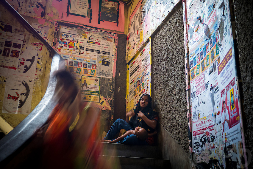 A young girl with her baby begging for food and money on the stairs leading to the famous Kolkata Coffee House. India  West Bengal