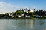 Oesterreich, Oberoesterreich, Ottensheim im oberen Muehlviertel: mit Schloss Ottensheim oberhalb der Donau   Austria, Upper Austria, Ottensheim in Upper Muehlviertel: with Castle Ottensheim above river Danube