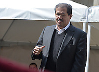 BOGOTÁ -COLOMBIA. 09-03-2014. Angelino Garzón, Vice presidente de Colombia, habla a los periodistas después de ejercer su derecho al voto durante las elecciones parlamentarias en Bogotá, Colombia, hoy 9 de marzo de 2014. Los colombianos elegirán por voto directo en las urnas 102 nuevos miembros del Senado de la República, 166 representantes a la Cámara de Representantes y 5 representantes al Parlamento Andino./ Angelino Garzon, vicepresident of Colombia,  speaks to the journalist after  exerting his right to vote in the parliamentary elections in Bogota, Colombia, today March 9, 2014. Colombians will elect by direct vote at the polls 102 new members of the Senate, 166 representatives to the House of Representatives and five representatives to the Andean Parliament. Photo: VizzorImage/ Gabriel Aponte / Staff