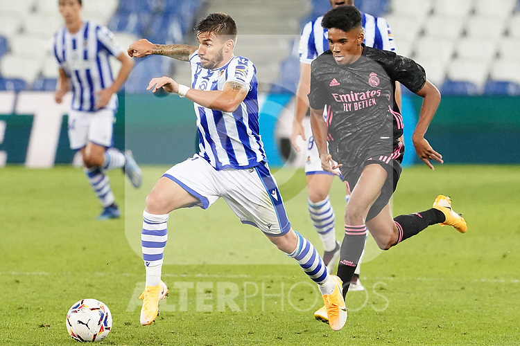 Real Sociedad's Cristian Portu (l) and Real Madrid's Marvin Park during La Liga match. September 20, 2020. (ALTERPHOTOS/Acero)