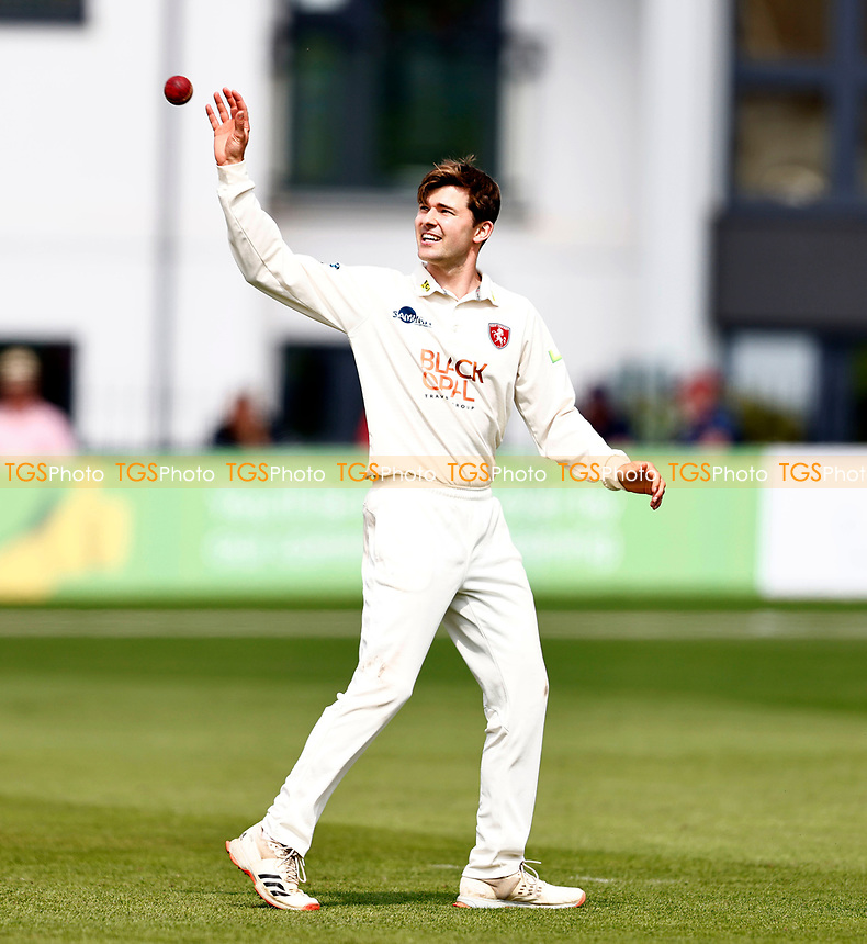 Marcus O'Riordan prepares to bowl for Kent during Kent CCC vs Sussex CCC, LV Insurance County Championship Group 3 Cricket at The Spitfire Ground on 13th July 2021