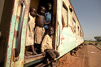 LIRA / NORD UGANDA.PICCOLI SFOLLATI VIVONO A BORDO DI UN VAGONE NEI PRESSI DELLA STAZIONE FERROVIARIA ABBANDONATA.UN'INTERA GENERAZIONE CRESCE IN CONDIZIONI DI ESTREMA PRECARIETA' FUGGENDO DALLE INCURSIONI DELLE BANDE ARMATE DELL'LRA CAPITANATE DA JOSEF KONY..FOTO LIVIO SENIGALLIESI..LIRA / NORTH UGANDA.CHILDREN LIVING IN THE 'RAILWAY REFUGEE CAMP'..FLED WITH THEIR FAMILIES FROM THE VILLAGES BECOUSE OF THE CRIMINAL ATTACKS OF LRA GUERRILLA GROUPS, THEY ARE LIVING IN TERRIBLE CONDITIONS WITHOUT ANY SUPPORT FROM HUMANITARIAN AGENCIES..PHOTO LIVIO SENIGALLIESI